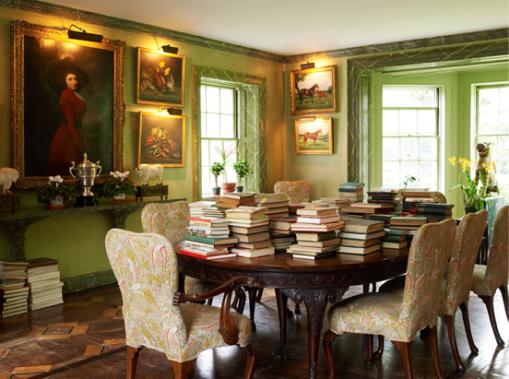 Mesa de Jantar com livros