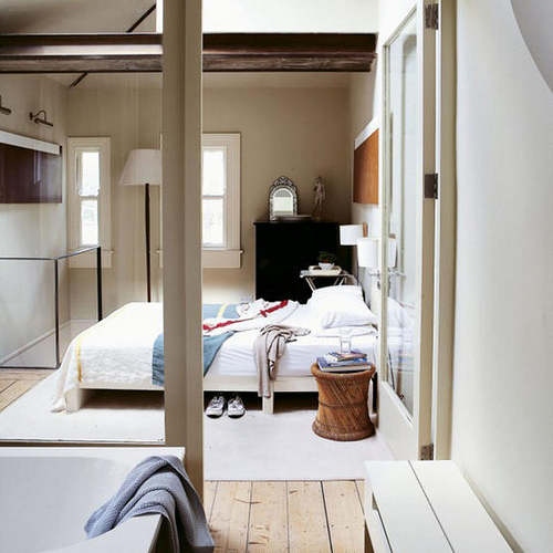 dicas de decoracao de interiores pequenos:Open Plan Bedroom and Bathroom