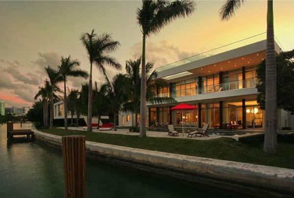 Arquitetura e Decoração de casa em Miami fim de tarde