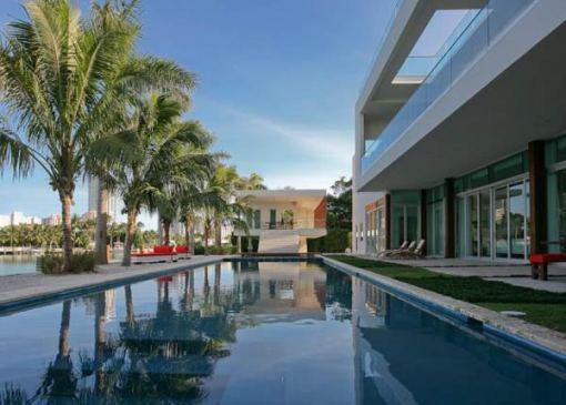 Arquitetura e Decoração de casa em Miami Piscina de perto 2