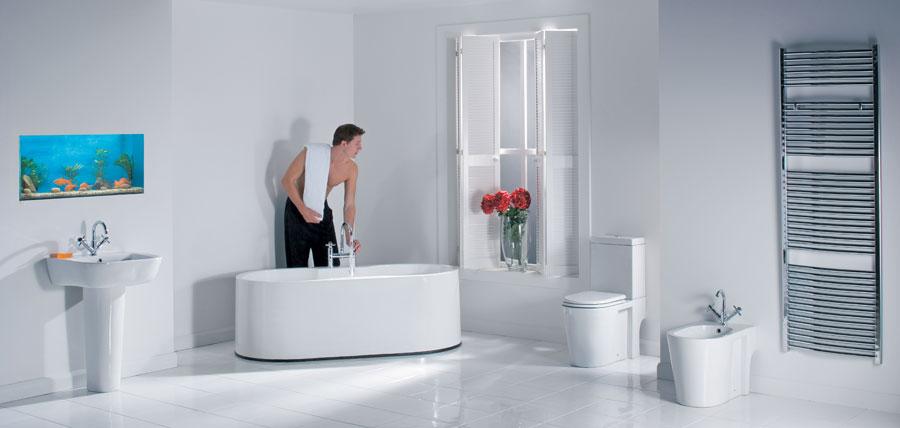 BANHO DE BANHEIRA RELAXANTE EM UM BANHEIRO COM DECORAÇÃO ELEGANTE  ObravipBl -> Decoracao Banheiro Moderna