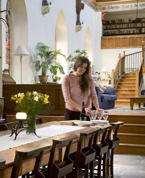 Arquitetura e decoração de casa em igreja - Decoração de sala de  jantar - Mesa de jantar