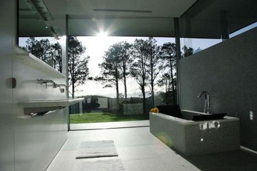 Arquitetura de casa na nova zelandia - dica de decoração para banheiro com banheira de marmore