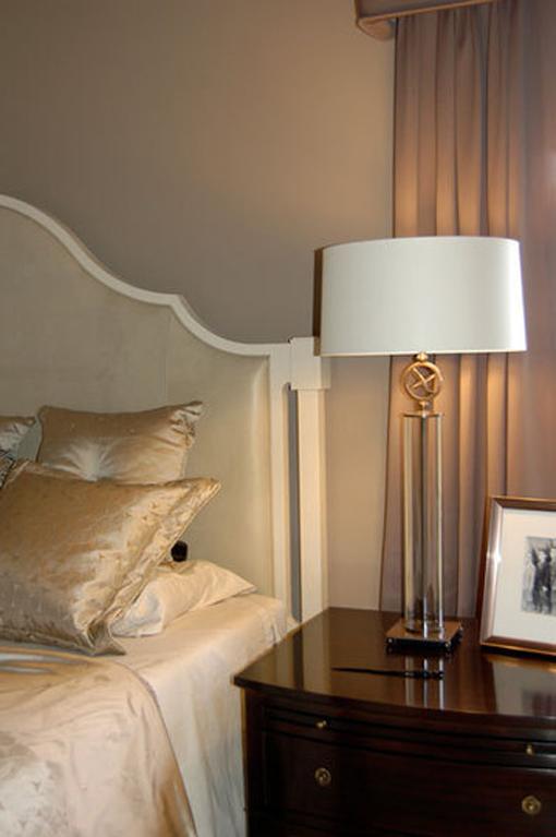 Dica de decoração de quarto de casal - Abajur sobre criado mudo