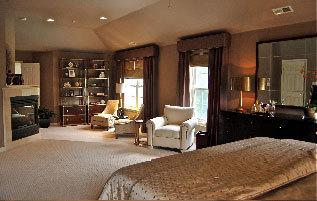 Dica de decoração de quarto de casal - Janelas, estante e poltronas
