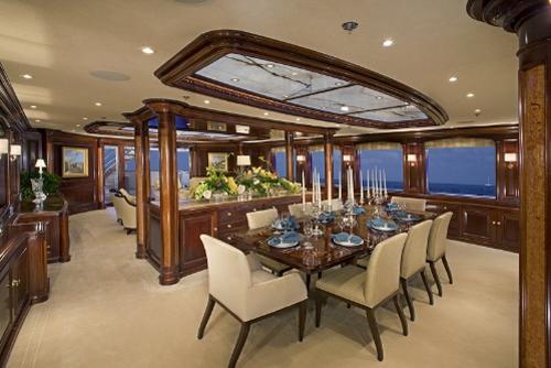 dica de decoração de interior de yacht - decoração de luxuosa de sala de jantar